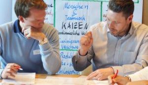 Seminarbild, Gruppenarbeit im Seminar Lean Management bei der CA controllerakademie